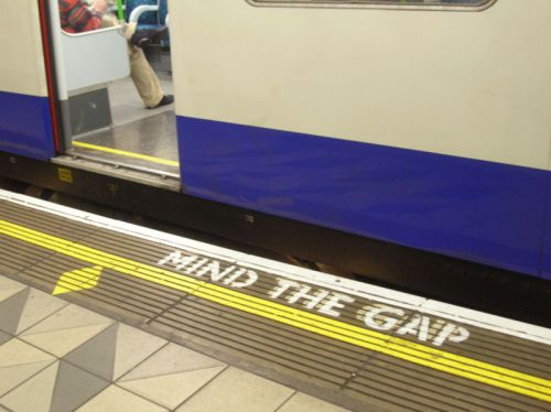 800px-mind-the-gap-bank.jpg
